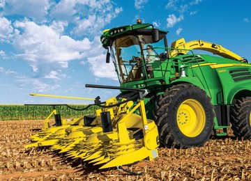 8800 Self-Propelled Forage Harvester