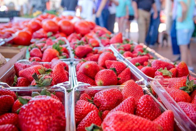 Farmers Market-stawberries